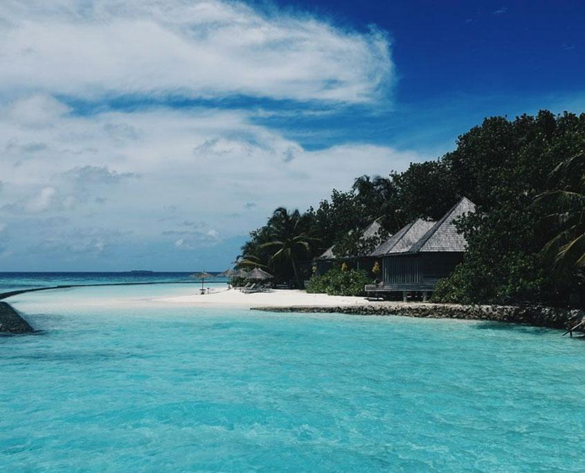 Villaggio in riva al mare in Oceano Indiano