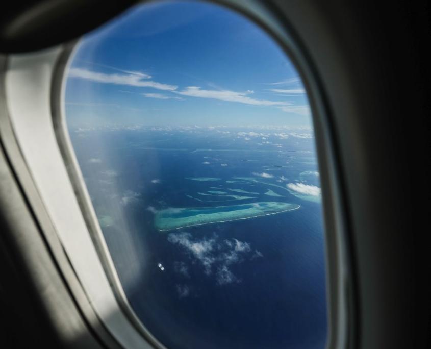 foto di isola da oblò aereo